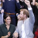 Yeah! Bei ihrem Besuch eines Sportturniers sind Herzogin Meghan und Prinz Harry ganz aus dem Häuschen und feuern die Mannschaften an.