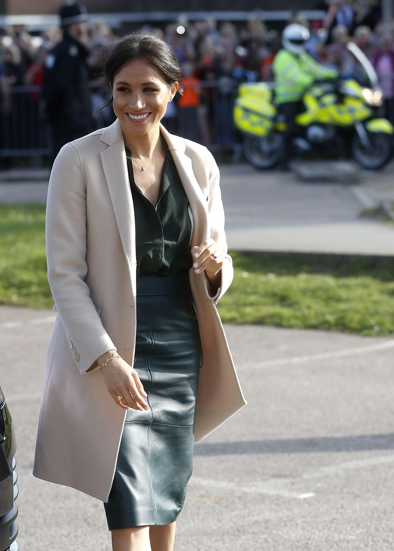 Herzogin Meghan in einem eleganten und schlichten Look