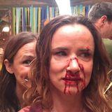 """Sind Jennifer Garner und Schauspielkollegin Juliette Lewis etwa aneinandergeraten? Zum Glück handelt es sich hier nur um einen Sneak Peek der Fernsehserie """"Camping""""."""