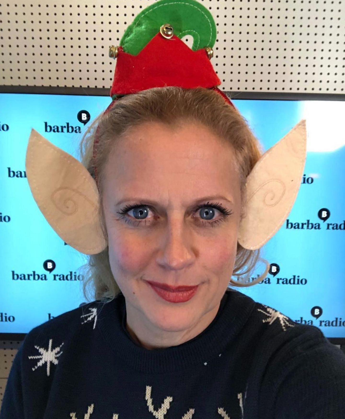 Barbara Schöneberger hat das Weihnachtsfieber erwischt. Der Moderatorin wachsen schon große Elfenohren. Auf Instagram droht Ansteckungsgefahr.