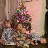 Hilaria Balwins Kinder haben mit ihr den Weihnachtsbaum geschmückt! Stolz präsentiert die Familie das Ergebnis auf Instagram. Aber selbst nach dem Schmücken scheint noch Energie übrig zu sein oder warum kugelt der zweijährige Leonardo fast aus dem Bild?