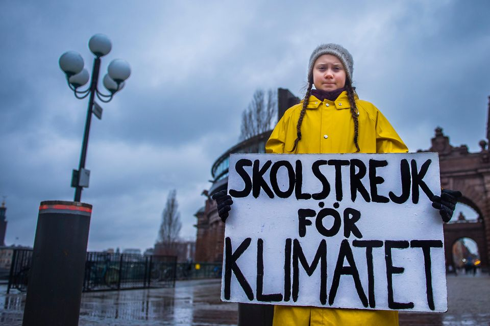 Greta Thunberg steht jeden Freitag vor dem schwedischen Parlamentsgebäude und protestiert für den Klimaschutz
