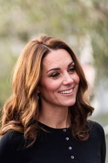 4. Dezember 2018  Prinz William und Herzogin Catherine laden zu einer Weihnachtsfeier im Kensington Palace ein. Unter den Gästesinddie Angehörigen des Militärpersonals, das über die Weihnachtszeit in Zypern stationiert ist. Die Royals möchten den Familien mit dieser Feier ihrDank aussprechen und ihnen ein verfrühtes Weihnachtsfest schenken.