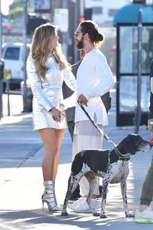 """4. Dezember 2018  Am Set von """"Germanys next Topmodel"""" flirten Heidi Klum in einem sexy Metallic-Look und Tom Kaulitz heftig."""