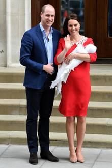 April 2018  It's a boy! Am 23. April erblickt der kleine Prinz Louis das Licht der Welt. Überglücklich zeigen sich seine Eltern Prinz William und Herzogin Catherine der Presse beim Verlassen des St. Mary Hospitals in London.