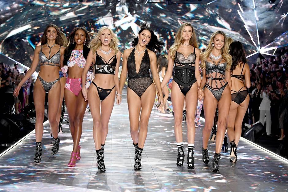 Elsa Hosk, Adriana Lima, Behati Prinsloo und Co. rocken in 2018 den Catwalk von Victoria's Secret.