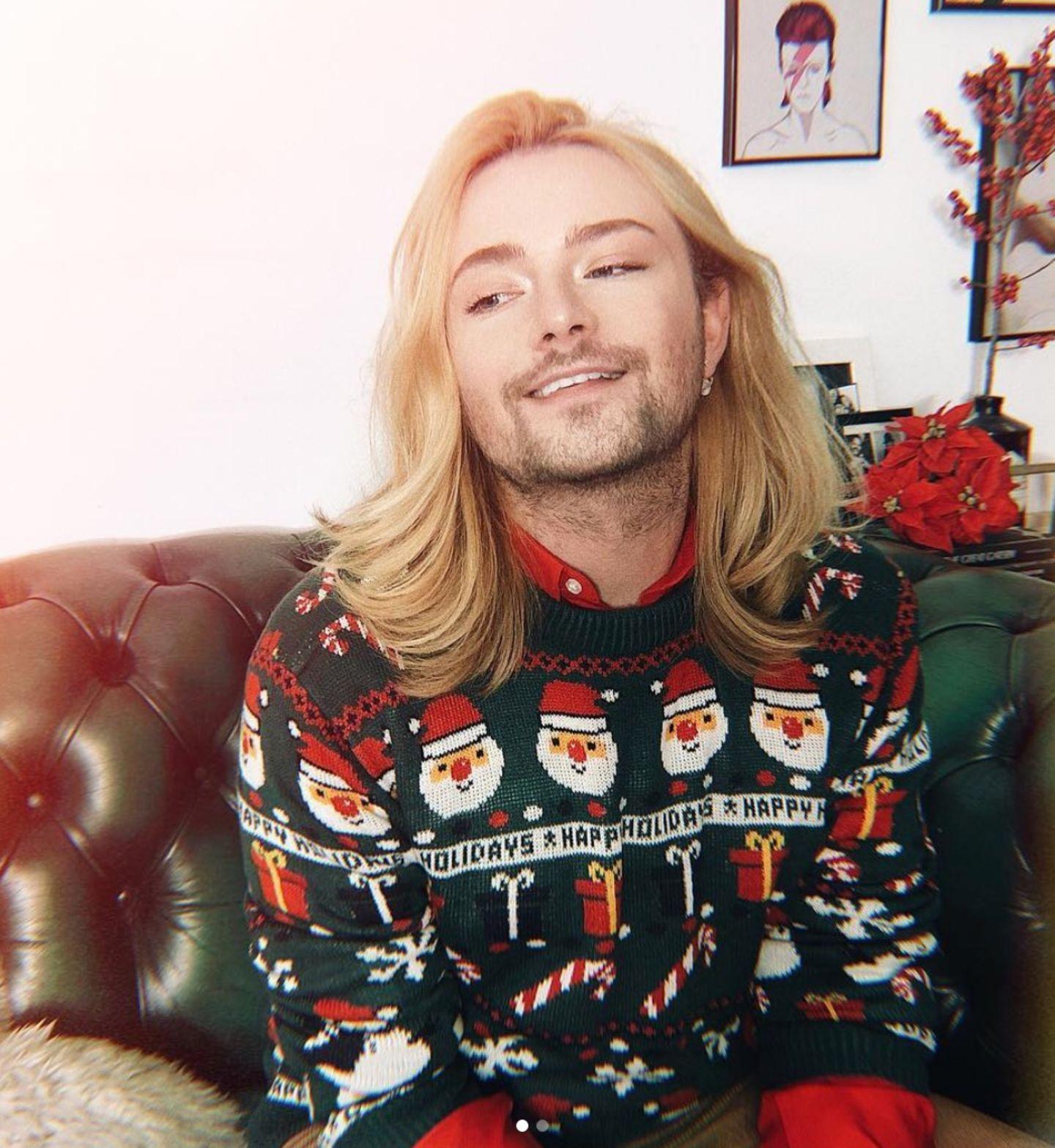 ... So trägt Jack Strify an einem anderen Tag ein grünes Modell. Welchen Christmas-Look er sich wohl für den 24. Dezember aufhebt?