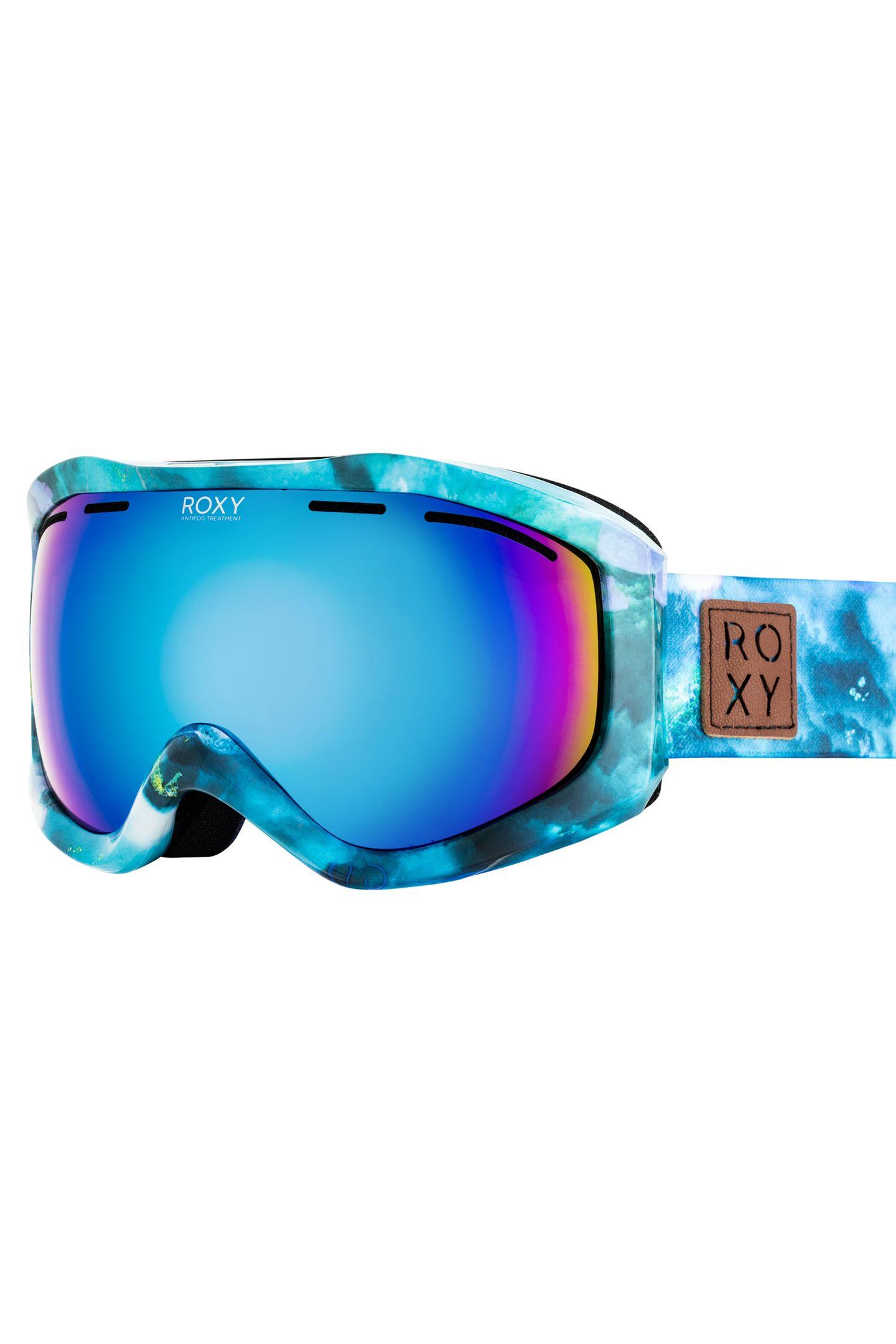 Hier sieht man nicht rosarot, sondern eisigblau: Mit der Snowboardbrille von Roxy hat man auf der Piste den passenden Durchblick. Von Roxy, ca. 90 Euro.