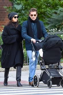 24. Oktober 2018  Irina Shayk und Bradley Coopers Lieblingsbeschäftigung? Ganz klar Spazieren gehen mit der kleinen Lea.