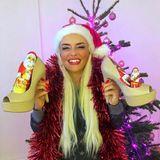 Der Nikolaus hat die High Heels des TV-Sternchens . Daniela Katzenberger zeigt sich in gewohnt lustiger und äußerst kitschiger Laune.