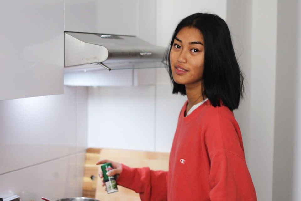 Selbst ist die Frau: Anuthida in ihrer Küche