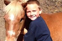 Hilfe in letzter Sekunde: 5-jähriger Junge rettet Pony mit toller Aktion vor dem Tod