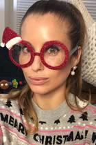 Spielerfrau Cathy Hummels scheint das Weihnachtsfieber gepackt zu haben! Weil sie dieses Jahr wohl besonders lieb war, hat Ehemann Mats Hummels für sie den Nikolaus gespielt und ihr folgendes Geschenk gemacht...