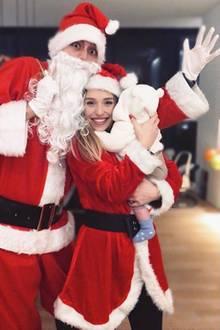 Bibiverzaubert ihre Instagram-Fans. Die Influencerin und ihre kleine Familie scheinen extrem in Weihnachtsstimmung zu sein. Wir lieben es!