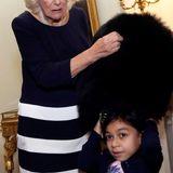 6. Dezember 2018  Im Anschluss schmückt Camilla mit kleinen Gästenden Weihnachtsbaum im Clarence House und lässt sie sogar die traditionelleGrenadiermütze anprobieren. Für die Kinder ist das sicherlich ein toller Tag.
