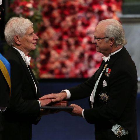 König Carl Gustaf verleiht jährlich den Nobelpreis in Stockholm.