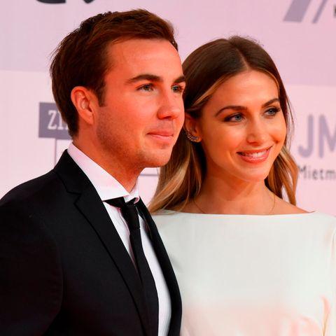 Mario und Ann-Kathrin Götze erschienen gemeinsam zur Kinderlachen Gala.