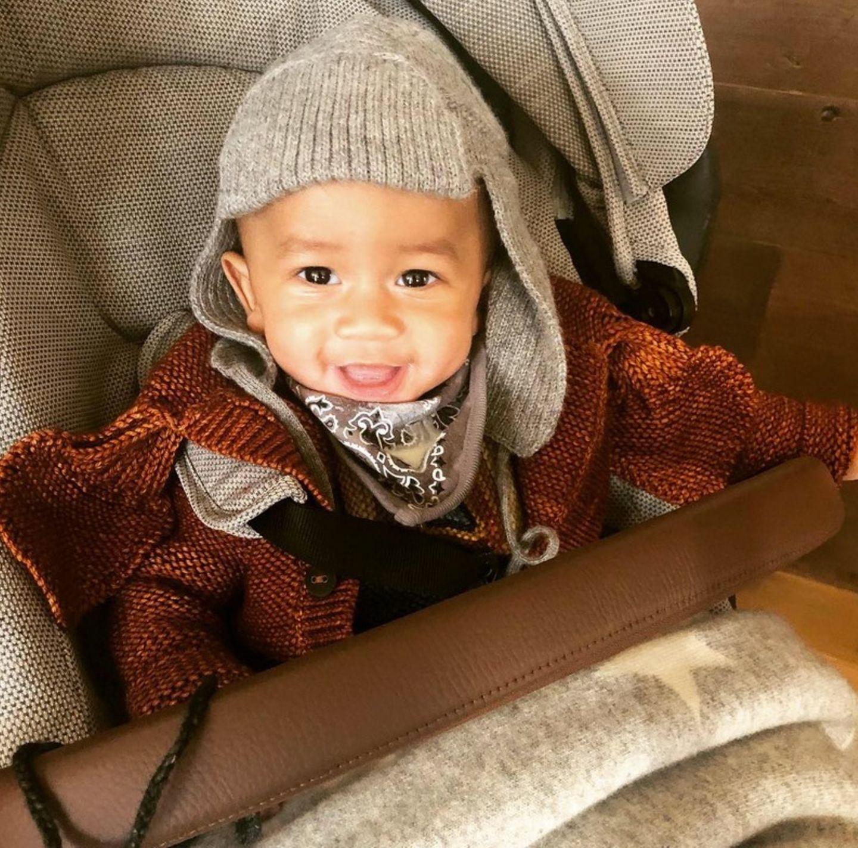 8. November 2018  Miles Theodore ist bestens gelaunt und dick eingepackt auf dem Weg nach New York.