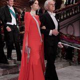 Prinzessin Sofia erscheint am ArmvonGerard Mourou, einem französischen Physiker, zum Nobel-Bankett nach der Preisverleihung.