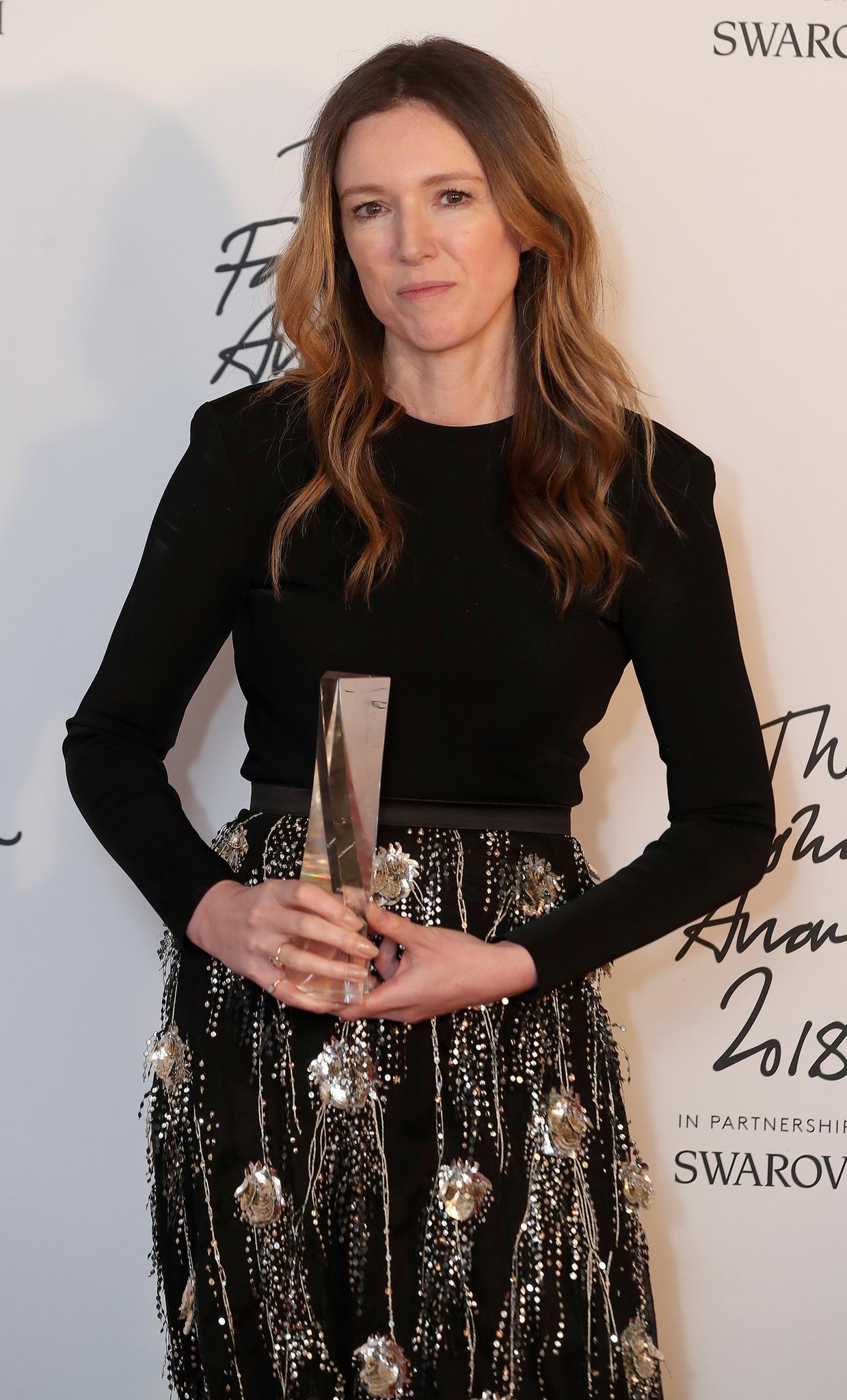 "Clare Waight-Keller bekommt den Award als ""BritischeDesignerin des Jahres""."