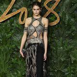 Kaia Gerber zeigt sich sehr sexy in einem Alexander McQueen-Kleid mit gewagten Cut-Outs.
