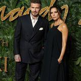 David und Victoria Beckham zeigen sich nur selten gemeinsam auf dem roten Teppich. Für die Fashion Awards machen sie eine Ausnahme und zeigen sich im Glamour-Partnerlook.