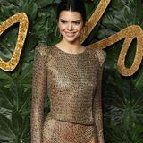 Der permanente Nippelblitzer scheint von Kendall gewollt zu sein. Immerhin trägt die Kardashian-Halbschwestereinen Slip.