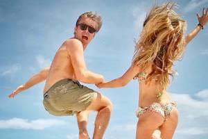 11. Dezember 2018  Nico Rosberg und seine schöne FrauVivian sind in Urlaubslaune. Die Fans zeigen sich in den Kommentaren nicht nur davon begeistert, wie hoch das Paar springen kann, sondern auch wie schön die 33-Jährige ist.