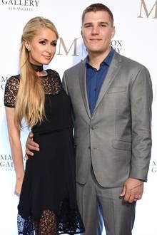 """Paris Hilton und Chris Zylka  Der Traum von der Hochzeit ist geplatzt:Im November lösen Paris Hilton und Chris Zylka ihre Verlobung. Knapp zwei Jahre waren sie ein Paar. Laut """"TMZ"""" möchteder Fast-Bräutigam den knapp zwei Millionen Euro (rund 1,7 Millionen Euro) teuren Verlobungsring nun zurückhaben."""