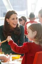 11. Dezember 2018  Kinder sind ganz offensichtlich eine Herzensangelegenheit fürHerzogin Catherine. Prinz Williams Ehefrau verströmt gute Laune bei der Jubiläumsfeier des Kinderkrankenhauses ...
