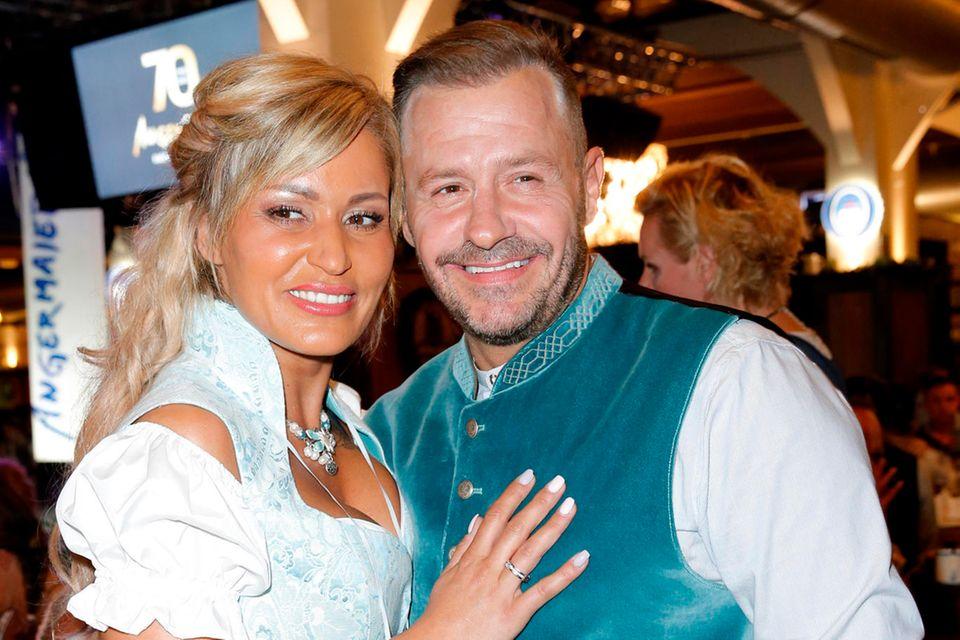 Willi Herren und Ehefrau Jasmin Jenewein Angermaier Trachten-Nacht 2018 im Hofbräuhaus Berlin