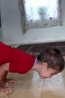 Sportlich: Mit nur fünf Jahren ist dieser Junge stärker als so manch Erwachsener
