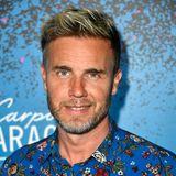 """Neben der Karriere mit der Band wird Gary Barlow auch Solo aktiv. Das zunächst auch relativ erfolgreich mit dem Album """"Open Road"""". Das zweite Album blieb allerdings hinter den Erwartungen.Barlow ist auch in der Musicalbranche bekannt. Unter anderem hat er sich am Konzeptalbum zu """"Finding Neverland""""beteiligt. Zur selben Zeit unterstütze er auch das Musical """"The Girls"""" mit seiner Arbeit. Außerdem arbeitete er an einer Musical Adaption von """"In 80 Tagen um die Welt"""".Bei der britischen Castingshow """"The X Factor"""" ist er als Juror zu sehen.Barlow hat seit 2009 auch seine eigenes Label, Future Records, mit dem er jungen Talenten helfen möchte, Fuß zu fassen."""