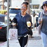11. Dezember 2018  Sportlich gekleidet wird Christina Milian in Los Angeles gesichtet. Die Sängerin ist gutgelaunt unterwegs zu einem Lunch.