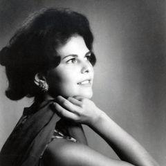 1965  Im Alter von 21 Jahren spielt Silvia mit dem Gedanken eine Modelkarriere einzuschlagen. Sie ist mittlerweile zu einer sehr hübschen, jungen Frau herangewachsen.