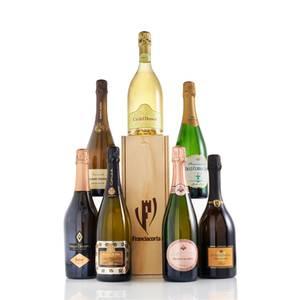 Etwas Prickelndes im Glas geht immer! Wer seinen Liebsten etwas ganz Besonderes und Hochklassiges servieren möchte, sollte eine Flasche Franciacorta Schaumwein im Kühlschrank haben. Ob als Aperitif oder als Begleitung zu Gerichten mit Fisch und Meeresfrüchten sorgt der Franciacorta Schaumwein Rosé für ein wunderbares Geschmackserlebnis! Ab ca. 20 Euro
