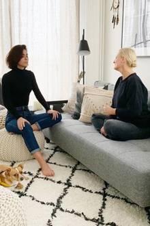 """Auf Instagram gewährt Lena Meyer-Landrut einen selten Einblick in ihre eigenen vier Wände. Laut dem Kommentar unter dem Bild findet die Sängerin ihr von Westwing neu eingerichtetes Musikzimmer """"Cosy AF""""."""