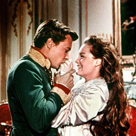 Kaiser Franz Joseph (Karlheinz Böhm) und Prinzessin Sissi (Romy Schneider)