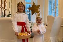 13. Dezember 2018  Neue Bilder aus Schweden: Prinz Daniel hat Prinzessin Estelle und Prinz Oscar auf Schloss Haga fotografiert. Doch was steckt hinter ihren Kostümen?