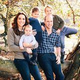 14. Dezember 2018  Royale Fans freuen sich über ein neues Familienfoto von Herzogin Catherine, Prinz William und ihren Kids Prinz Louis, Prinzessin Charlotte und Prinz George. Die im Anwesen Anmer Hall aufgenommene Fotografie wird die Weihnachtskarte für dieses Jahr sein.