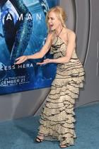 """Was Nicole Kidman auf dem Red Carpet der Hollyood-Premiere von """"Aquaman"""" so sprachlos macht? Auf dem nächsten Bild sehen Sie es..."""