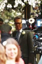 """Es wird wieder geheiratet! 25 Jahre nach dem Riesenerfolg von """"Vier Hochzeiten und ein Todesfall"""" steht Hugh Grant und mit ihm die Crew von damals wieder gemeinsam vor der Kamera, um mit dem Kurzfilm """"One Red Nose Day And A Wedding"""" Geld für die die Kinderhilfsorganisation Comic Relief zu sammeln."""