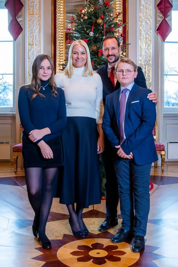 Weihnachtsbilder Verschicken Per E Mail.Norwegens Kronprinzenpaar Fünf Im Glück S 27 Gala De