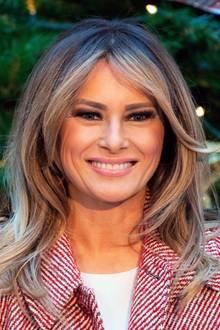 Was aber noch an dem Look der First Lady auffällt, sind ihre deutlich helleren Haare. Passt sie sich jetzt etwa dem Look ihres Mannes an?