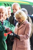 14. Dezember 2018  Herzogin mit Hupe! Camilla gibt den Startschuss für neue Agrarprojekte auf dem Lackham Campus der Wiltshire Universität.