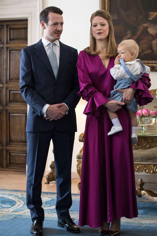 15. Dezember 2018  Ein großer Tagfür einen kleinen Prinzen: Philip und Danica von Serbien lassen ihren Sohn Prinz Stefan heute in Belgrad taufen. Geboren wurde er am 25. Februar 2018.