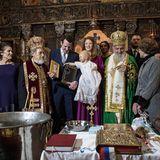 Stefans gute Laune ist sofort wieder zurück, als er nach der orthodoxen Zeremonie die Insignienin der Kapelle des Königlichen Palastes bestaunen darf.