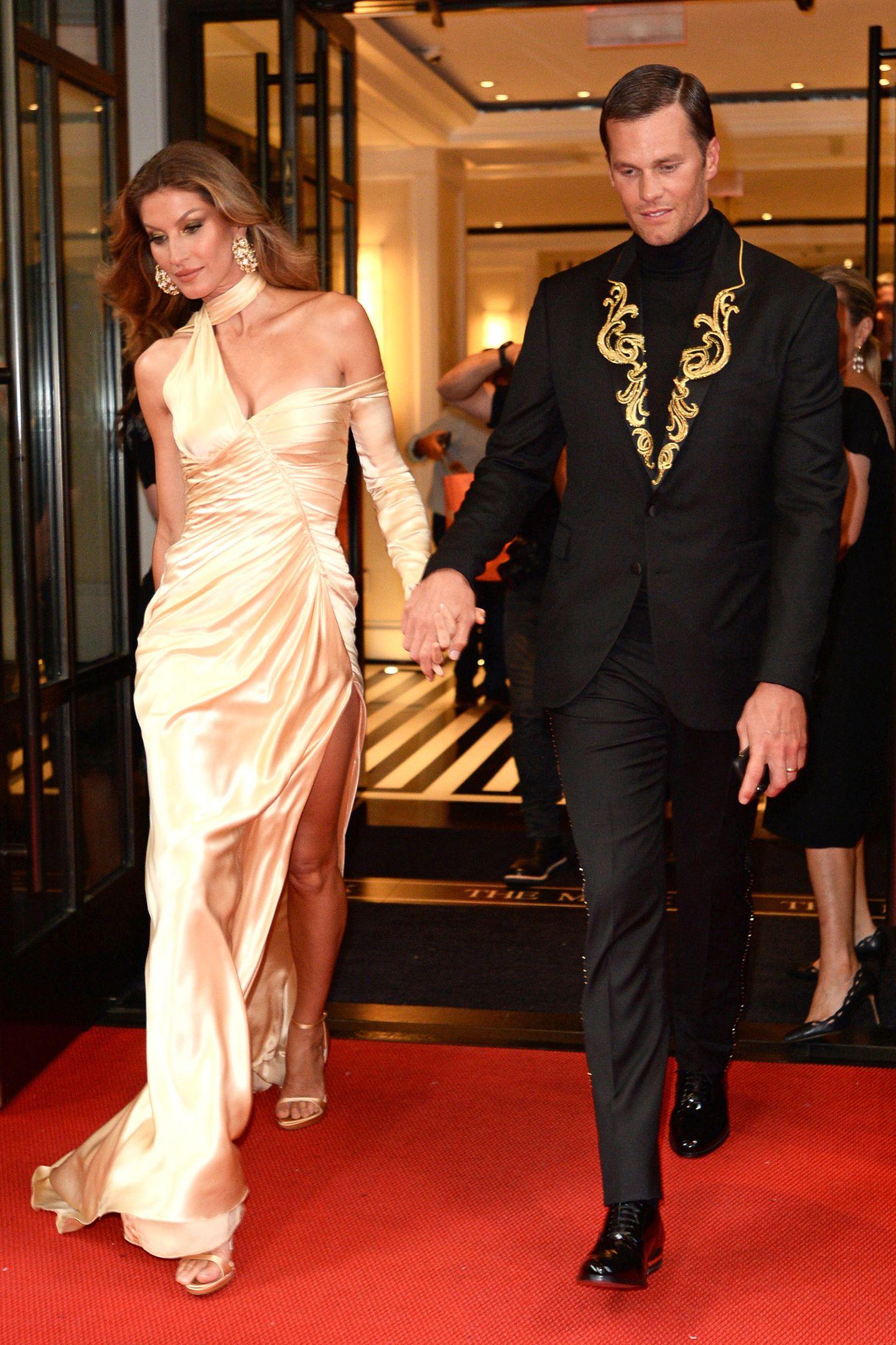 Auch wenn ihre Beziehung zu Hollywood-Star Leonardo Di Caprio vielleicht glamouröser schien, die Beziehung (seit 2006) und die Ehe (seit 2009) mit Football-Profi Tom Brady scheint sie endgültig glücklich zu machen. Trotz aller Schwierigkeiten.