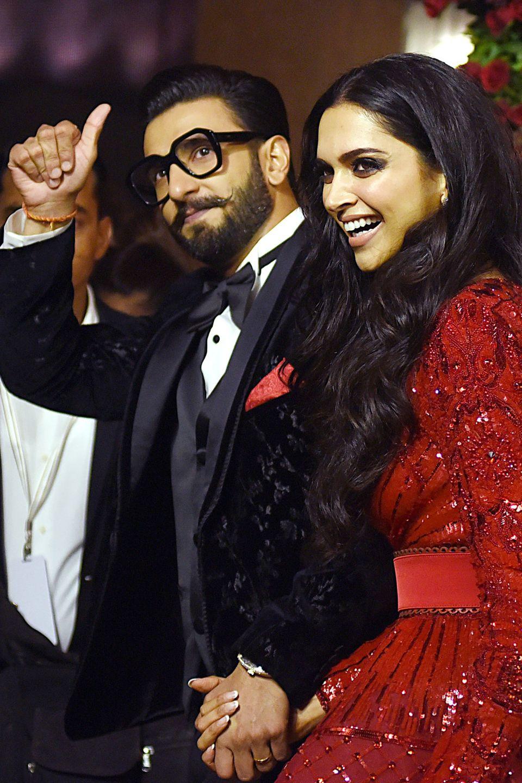 Die Bollywood-Superstars Ranveer Singh und Deepika Padukone sind nicht nur auf der Leinwand ein superheißes Paar, die beiden haben Anfang Dezember 2018 auch im echten Leben geheiratet.