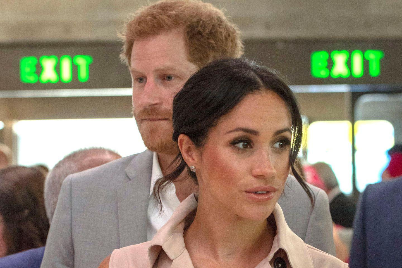 Was Prinz Harry wohl zu dieser frappierenden Ähnlichkeit mit Herzogin Meghans erster Hochzeitseinladung sagen wird? Glücklich wird er darüber jedenfalls nicht sein.